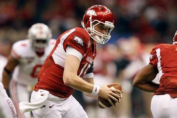 NEW ORLEANS, LA - JANUARY 04:  Quarterback Ryan Mallett #15 of the Arkansas Razorbacks looks to hand the ball off against the Ohio State Buckeyes during the Allstate Sugar Bowl at the Louisiana Superdome on January 4, 2011 in New Orleans, Louisiana.  (Pho