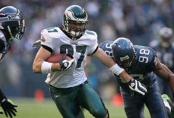 SEATTLE - NOVEMBER 02:  Tight end Brent Celek #87 of the Philadelphia Eagles rushes for a 15 yard gain in the third quarter against Julian Peterson #98 of the Seattle Seahawks on November 2, 2008 at Qwest Field in Seattle, Washington. The Eagles defeated