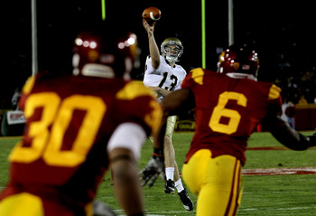 LOS ANGELES, CA - NOVEMBER 27:  Quarterback Tommy Rees #13 of the Notre Dame Fighting Irish throws a pass against the USC Trojans at the Los Angeles Memorial Coliseum on November 27, 2010 in Los Angeles, California.  (Photo by Stephen Dunn/Getty Images)