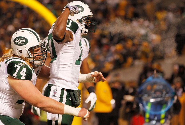 PITTSBURGH, PA - JANUARY 23:  Santonio Holmes #10, Braylon Edwards #17 and Nick Mangold #74 of the New York Jets celebrate after Holmes scored a third quarter touchdown against the Pittsburgh Steelers during the 2011 AFC Championship game at Heinz Field o