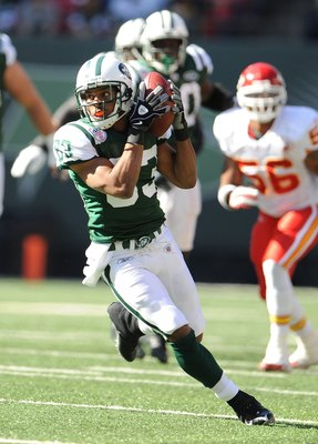 EAST RUTHERFORD, NJ - OCTOBER 26:  Chansi Stuckey of the New York Jets runs with the ball against the Kansas City Chiefs during their game on October 26, 2008 at Giants Stadium in East Rutherford, New Jersey.  (Photo by Al Bello/Getty Images)