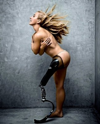092010-1-tim-howard-nude-prosthetic_display_image