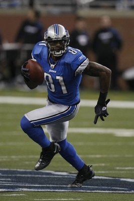 DETROIT - JANUARY 3:  Calvin Johnson #81 of the Detroit Lions carries the ball during the game against the Chicago Bears on January 3, 2010 at Ford Field in Detroit, Michigan. (Photo by Gregory Shamus/Getty Images)