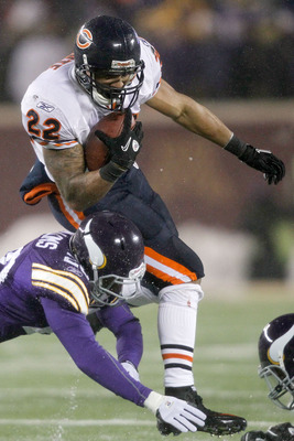 MINNEAPOLIS, MN - DECEMBER 20:  Matt Forte #22 of the Chicago Bears carries the ball against Madieu Williams #20 of the Minnesota Vikings at TCF Bank Stadium on December 20, 2010 in Minneapolis, Minnesota.  (Photo by Matthew Stockman/Getty Images)