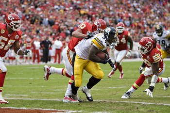 KANSAS CITY, MO - NOVEMBER 22:  Running back Rashard Mendenhall #34 of the Pittsburgh Steelers scores a touchdown in NFL game action against the Kansas City Chiefs at Arrowhead Stadium on November 22, 2009 in Kansas City, Missouri.  The Chiefs defeated th