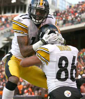 CLEVELAND, OH - JANUARY 02:  Wide receiver Hines Ward #86 of the Pittsburgh Steelers celebrates after scoring a touchdown with wide receiver Mike Wallace #17 against the Cleveland Browns at Cleveland Browns Stadium on January 2, 2011 in Cleveland, Ohio.