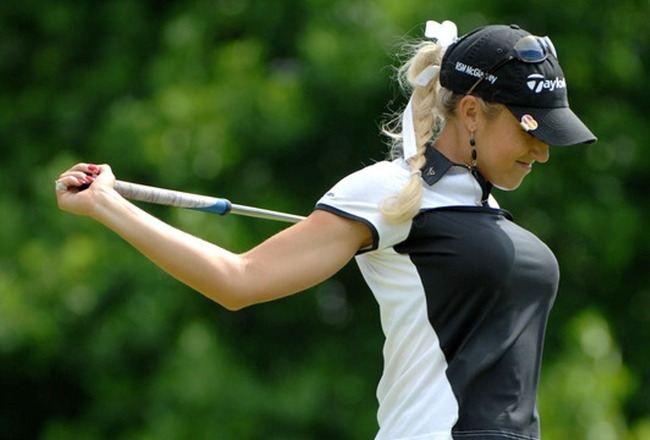 Natalie-gulbis-stretching-9_crop_650x440