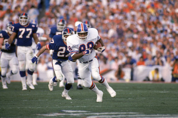 PASADENA, CA - JANUARY 25:  Tight end Clarence Kay #88 of the Denver Broncos hustles for yards past defensive back Herb Welch #27 of the New York Giants during Super Bowl XXI at the Rose Bowl on January 25, 1987 in Pasadena, California.  The Giants won 39