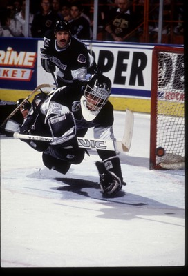 17 FEB 1992:  GOALIE KELLY HRUDEY OF THE LOS ANGELES KINGS DIVES TO BLOCK A SHOT ON GOAL DURING A KINGS GAME AGAINST THE BOSTON BRUINS AT THE GREAT WESTERN FORUM IN INGLEWOOD, CALIFORNIA.  Mandatory Credit:  Ken Levine/Allsport