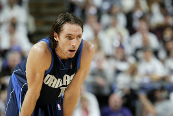 SACRAMENTO, CA - DECEMBER 25:  Steve Nash #13 of the Dallas Mavericks looks on against the Sacramento Kings during the game on December 25, 2003 at Arco Arena in Sacramento, California.  The Mavericks won 111-103.  NOTE TO USER: User expressly acknowledge