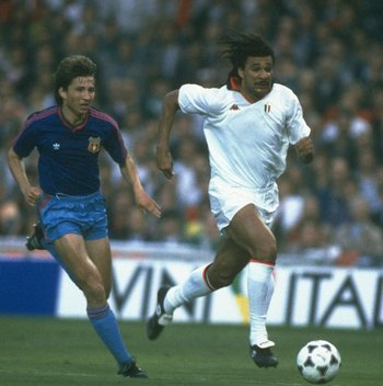 Ruud Gullit races past future Chelsea team-mate Dan Petrescu against Steaua Bucharest in the 1989 European Cup Final