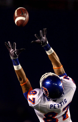 SAN DIEGO, CA - DECEMBER 23:  Wide Receiver Austin Pettis #87 of Boise State Broncos makes a diving catch against Cornerback Rafael Priest #10 of the TCU Horned Frogs during Frogs' 17-16 during Frogs' 17-16 win over the Broncos in the San Diego County Cre