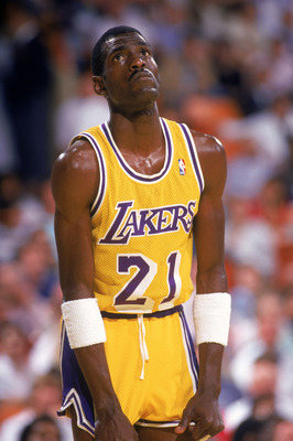 LOS ANGELES - 1987:  Michael Cooper #21 of the Los Angeles Lakers stands on the court during an NBA game at the Great Western Forum in Los Angeles, California in 1987. (Photo by: Scott Halleran/Getty Images)