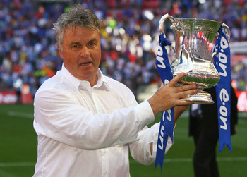 LONDON, ENGLAND - MAY 30:  Chelsea Manager Guus Hiddink lifts the trophy after the FA Cup sponsored by E.ON Final match between Chelsea and Everton at Wembley Stadium on May 30, 2009 in London, England.  (Photo by Alex Livesey/Getty Images)