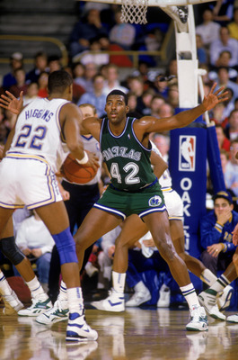 OAKLAND, CA - 1988:  Roy Tarpley #42 of the Dallas Mavericks defends Sean Higgins #22 of the Golden State Warriors during the NBA game at the Oakland/Alameda County Coliseum Arena in Oakland, California in 1988.  (Photo by Otto Greule Jr/Getty Images)