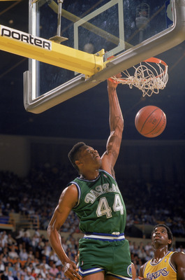 LOS ANGELES - 1987:  Sam Perkins #44 of the Dallas Mavericks dunks the ball during the NBA game against the Los Angeles Lakers at the Great Western Forum in Los Angeles, California in 1987. NOTE TO USER: User expressly acknowledges and agrees that, by dow