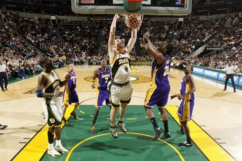 SEATTLE - JANUARY 14:  Nick Collison #4 of the Seattle SuperSonics dunks the ball against Ronny Turiaf #21 of the Los Angeles Lakers during the game at Key Arena on January 14, 2008 in Seattle, Washington.  The Lakers won 123-121.  NOTE TO USER: User expr