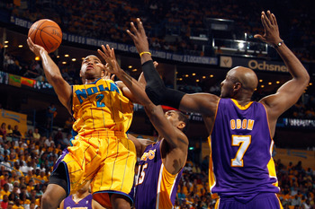 NEW ORLEANS, LA - APRIL 22:  Jarrett Jack #2 of the New Orleans Hornets shoots the ball over Ron Artest #15 and Lamar Odom #7 of the Los Angeles Lakers in Game Three of the Western Conference Quarterfinals in the 2011 NBA Playoffs at the New Orleans Arena