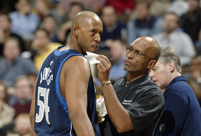 DENVER - DECEMBER 18:  Popeye Jones #54 of the Dallas Mavericks receives medical attention from athletic trainer Roger Hinds during the game against the Denver Nuggets at Pepsi Center on December 18, 2002 in Denver, Colorado.  The Mavs won 80-75.   NOTE T