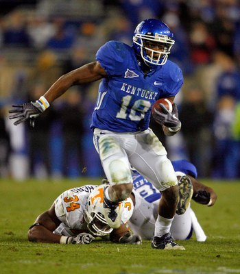 LEXINGTON, KY - NOVEMBER 28:  Randall Cobb #18 of the Kentucky Wildcats runs with the ball against the Tennessee Volunteers during the SEC game at Commonwealth Stadium on November 28, 2009 in Lexington, Kentucky.  (Photo by Andy Lyons/Getty Images)