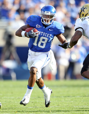 LEXINGTON, KY - NOVEMBER 13: Randall Cobb #18 of the Kentucky Wildcats runs with the ball during the game against the Vanderbilt Commodores at Commonwealth Stadium on November 13, 2010 in Lexington, Kentucky. Kentucky won 38-20. (Photo by Andy Lyons/Getty