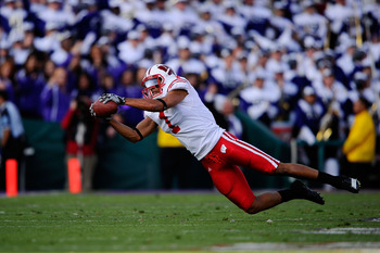 PASADENA, CA - JANUARY 01:  Wide receiver Nick Toon #1 of the Wisconsin Badgers makes a catch against the TCU Horned Frogs during the 97th Rose Bowl game on January 1, 2011 in Pasadena, California.  (Photo by Kevork Djansezian/Getty Images)