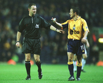 29 Oct 2001:  Dennis Wise of Leicester City argues with referee Russell Styles during the FA Barclaycard Premiership game between Blackburn Rovers and Leicester City at Ewood Park, Blackburn. Mandatory Credit: Alex Livesey/ALLSPORT