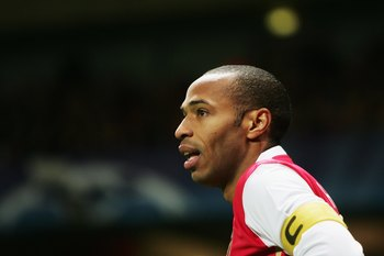 LONDON - NOVEMBER 01:  Thierry Henry of Arsenal prepares to take a corner during the UEFA Champions League Group G match between Arsenal and CSKA Moscow at The Emirates Stadium on November 1, 2006 in London, England.  (Photo by Phil Cole/Getty Images)