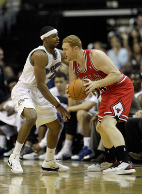 WASHINGTON, DC - FEBRUARY 28: Brian Scalabrine #24 of the Chicago Bulls and Mustafa Shakur #22 of the Washington Wizards at the Verizon Center in Washington on February 28, 2011 in Washington, DC. NOTE TO USER: User expressly acknowledges and agrees that,