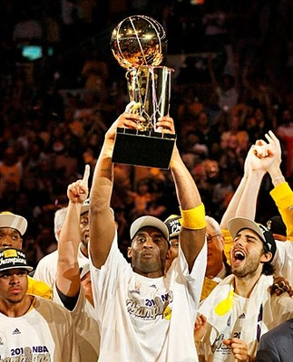 Kobehoistingtrophy_display_image