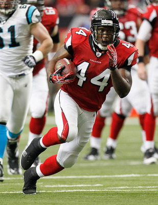 ATLANTA, GA - JANUARY 02:  Jason Snelling #44 of the Atlanta Falcons against the Carolina Panthers at Georgia Dome on January 2, 2011 in Atlanta, Georgia.  (Photo by Kevin C. Cox/Getty Images)