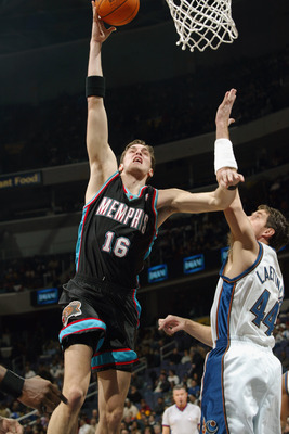 WASHINGTON - DECEMBER 18:  Forward Pau Gasol #16 of the Memphis Grizzlies shoots past forward Christian Laettner #44 of the Washington Wizards during the game at MCI Center on December 18, 2002 in Washington, DC.  The Wizards won 118-100.  NOTE TO USER: U