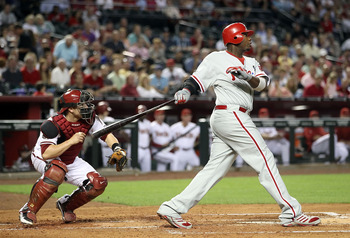 PHOENIX, AZ - APRIL 25:  Ryan Howard #6 of the Philadelphia Phillies bats against the Arizona Diamondbacks during the Major League Baseball game at Chase Field on April 25, 2011 in Phoenix, Arizona.  (Photo by Christian Petersen/Getty Images)
