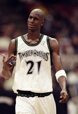 20 Feb 1998:  Forward Kevin Garnett of the Minnesota Timberwolves in action during a game against the Houston Rockets at the Target Center in Minneapolis, Minnesota.  The Timberwolves defeated the Rockets 100-95. Mandatory Credit: Tim Broekema  /Allsport