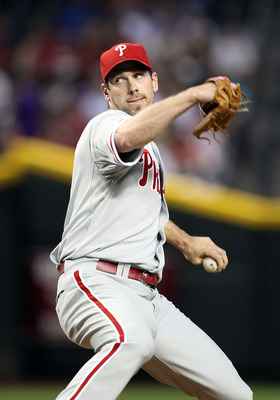 PHOENIX, AZ - APRIL 25:  Starting pitcher Cliff Lee #33 of the Philadelphia Phillies pitches against the Arizona Diamondbacks during the Major League Baseball game at Chase Field on April 25, 2011 in Phoenix, Arizona.  (Photo by Christian Petersen/Getty I