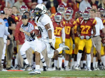 LOS ANGELES, CA - OCTOBER 30:  LaMichael James #21 of the Oregon Ducks runs down the sidelines to score a touchdown for a 15-10 lead over the USC Trojans at Los Angeles Memorial Coliseum on October 30, 2010 in Los Angeles, California.  (Photo by Harry How