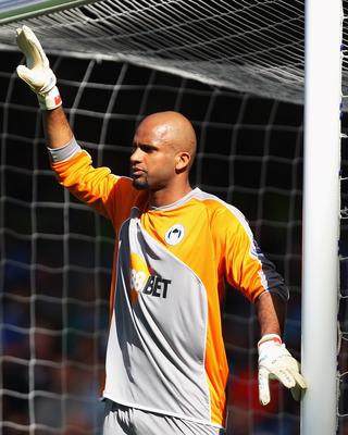 LONDON, ENGLAND - APRIL 09:  Ali Al-Habsi of Wigan Athletic organizes his defence during the Barclays Premier League match between Chelsea and Wigan Athletic at Stamford Bridge on April 9, 2011 in London, England.  (Photo by Clive Rose/Getty Images)