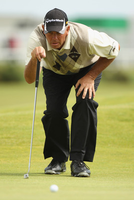 ST ANDREWS, SCOTLAND - JULY 16:  Tom Lehman of the USA lines up a putt on the 17th green during the second round of the 139th Open Championship on the Old Course, St Andrews on July 16, 2010 in St Andrews, Scotland.  (Photo by Ross Kinnaird/Getty Images)