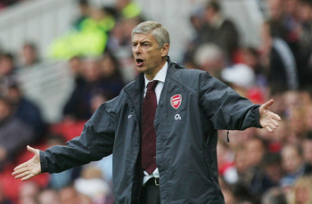 MIDDLESBROUGH, ENGLAND - SEPTEMBER 10 : Arsene Wenger of Arsenal questions his players during the Barclays Premiership match between Middlesbrough and Arsenal on September 10,  2005 in Middlesbrough, England.  (Photo by Laurence Griffiths/Getty Images)