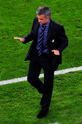 MADRID, SPAIN - MAY 22:  Head coach Jose Mourinho of Inter Milan reacts after Diego Milito scored his team's second goal during the UEFA Champions League Final match between FC Bayern Muenchen and Inter Milan at the Estadio Santiago Bernabeu on May 22, 20