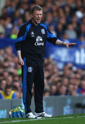 LIVERPOOL, ENGLAND - APRIL 16:  Everton manager David Moyes shouts instructions to his team during the Barclays Premier League match between Everton and Blackburn Rovers at  Goodison Park on April 16, 2011 in Liverpool, England.  (Photo by Clive Brunskill