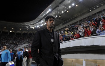 MURCIA, SPAIN - MAY 17: Barcelona's Dutch manager Frank Rijkaard enters the Nueva Condomina stadium before the La Liga match between Murcia and Barcelona on May 17, 2008 in Murcia, Spain.  (Photo by Denis Doyle/Getty Images)