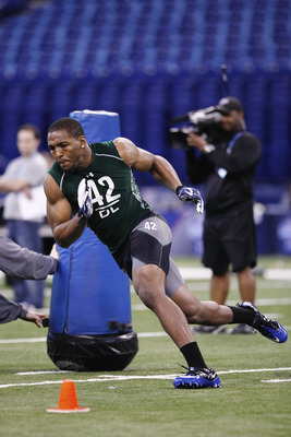INDIANAPOLIS, IN - FEBRUARY 28:  Defensive lineman Robert Quinn of North Carolina runs through a drill during the 2011 NFL Scouting Combine at Lucas Oil Stadium on February 28, 2011 in Indianapolis, Indiana. (Photo by Joe Robbins/Getty Images)