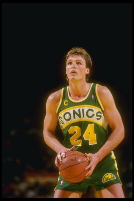 1988:  Forward Tom Chambers of the Seattle SuperSonics looks to shoot the ball during a game against the Los Angeles Lakers at the Great Western Forum in Inglewood, California. Mandatory Credit: Stephen Dunn  /Allsport