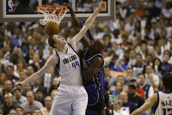 DALLAS - MAY 6:  Chris Webber #4 of the Sacramento Kings dunks on Shawn Bradley #44 of the Dallas Mavericks in Game one of the Western Conference Semifinals during the 2003 NBA Playoffs at American Airlines Center on May 6, 2003 in Dallas, Texas.  The Kin