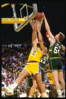 1990-1991:  Cenger Brad Lohaus of the Milwaukee Bucks (right) tries to block the shot of center Vlade Divac of the Los Angeles Lakers during a game at the Great Western Forum in Inglewood, California. Mandatory Credit: Stephen Dunn  /Allsport
