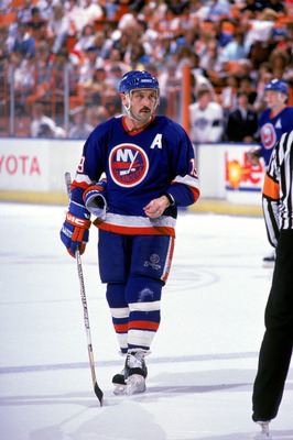 INGLEWOOD, CA - 1988:  Forward Bryan Trottier #19 of the New York Islanders on the ice during a 1988-89 season game against the Los Angeles Kings at the Great Western Forum in Inglewood, California.  (Photo by Mike Powell/Getty Images)