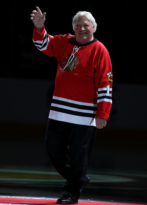 CHICAGO, IL - JANUARY 09: Former player Bobby Hull of the Chicago Blackhawks is introduced to the crowd during a Heritage Night to honor the 1961 Stanley Cup Championship team before a game against the New York Islanders at the United Center on January 9,