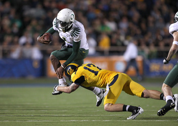 BERKELEY, CA - NOVEMBER 13:  Darron Thomas #1 of the Oregon Ducks tries to jumps over Chris Conte #17 of the California Golden Bears  at California Memorial Stadium on November 13, 2010 in Berkeley, California.  (Photo by Ezra Shaw/Getty Images)