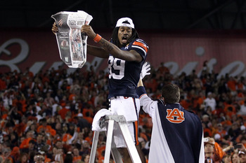 GLENDALE, AZ - JANUARY 10:  Darvin Adams #89 of the Auburn Tigers celebrates the Tigers 22-19 victory against the Oregon Ducks in the Tostitos BCS National Championship Game at University of Phoenix Stadium on January 10, 2011 in Glendale, Arizona.  (Phot